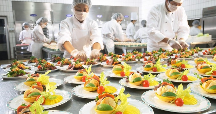9 Biggest Mistakes To Avoid When Hiring A Caterer - Food Stuff Mall